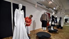 Výstava ve Slováckém muzeu představuje práce oděvních návrhářů