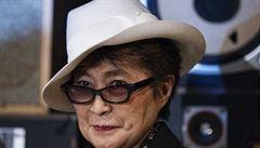 Yoko Ono navrhla kolekci pánské módy. Inspiroval ji Lennon