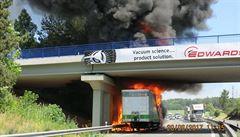Hořící kamion zastavil na šest hodin dálnici D46, škoda činí 8,5 milionů