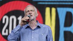 Zkusím vynutit nové volby, řekl Corbyn. V Glastonbury byl za rockovou hvězdu