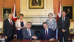 Mayová se dohodla se severoirskými unionisty. Menšinovou vládu jí podpoří