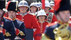Revoluce? Střídání stráží před Buckinghamským palácem poprvé velela žena