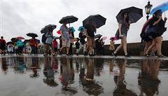 Povodně hrozí jen na lokálních říčkách, vydatně pršet přestane k večeru, říká odborník