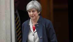 Volný pohyb mezi EU a Británií skončí v březnu 2019. Vláda Mayové nechce říct, co pak