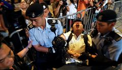 Čínský prezident poprvé přicestoval do Hongkongu. Demokratické aktivisty zatkli předem