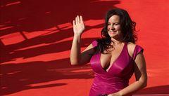 Vzpomínka na Vary. Festivalové šaty Jitky Čvančarové vyvolaly rozruch