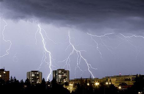Česko čeká Mordor. V neděli večer mají dorazit silné bouřky s bičujícím deštěm a kroupami