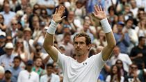 Wimbledon 2017: Andy Murray slaví postup do 2. kola.