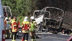V Bavorsku boural zájezdový autobus. Nehoda si vyžádala 18 mrtvých a 30 zraněných