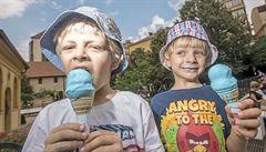 Šmoulová zmrzlina? Už ji nebarví nebezpečná chemie, modrá je díky řase
