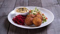 Obědy kancelářských krys: Které vegetariánské bistro v Karlíně stojí za návštěvu?