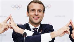 Macron utratil za tři měsíce za mejkap 680 tisíc. Na Hollandova kadeřníka ale nemá