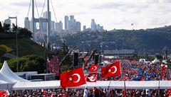 Turecké úřady zatkly za týden na 800 lidí podezřelých z terorismu