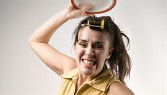 Rozmlaťte talíře či ledničku palicí a zaženete stres