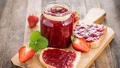 Marmelády pro začátečníky. Jak se zavařuje se špetkou soli a má se používat cukr?