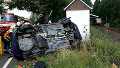 Po srážce s vlakem v Žírovicích zůstal jeden člověk zaklíněný v autě