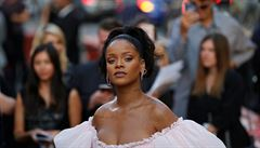Zpěvačka Rihanna se sejde s Macronem. Lidé si ze setkání utahují