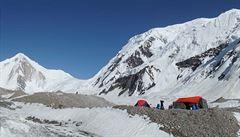 Zápisky horolezce Holečka: Okusování nehtů v základním táboře a čekání na lepší počasí
