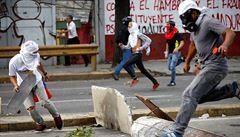 Aerolinky nechtějí létat do Venezuely. Kradou jim zavazadla a střílí po pilotech