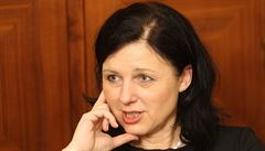 Nejčernější scénář? Soud zasáhne do voleb, Polsko ztratí právo hlasovat v EU, říká Jourová