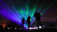 Hudba na nelegální technoparty na Nymbursku utichla. Účastníci hromadně odjíždějí