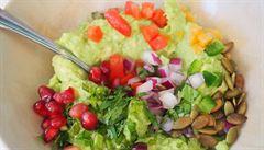 Jak připravit pikantní avokádový dip? Poznejte guacamole