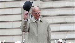 Celá Británie truchlí s královnou, kondoloval premiér Johnson po úmrtí prince Philipa