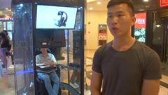 'Kabiny na odložení manžela.' Čínští muži mají vlastní koutky, kde tráví čas při nákupech