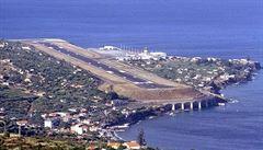 Tisíce turistů uvízly na ostrově Madeira. Silný vítr ochromil tamní letiště