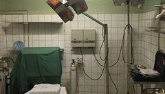 Stačí 60 minut na zprovoznění. V třípatrové retro 'tajné' nemocnici vládne šero a chlad