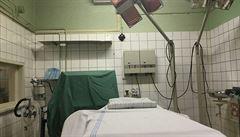 Nemocnice si neví rady. Testy na covid-19 proplatí pojišťovny před operacemi jen někomu, zbytek je na špitálech