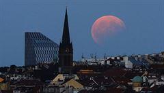 Nadcházející úplné zatmění Měsíce bude nejdelší v tomto století