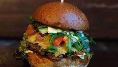 Oběd kancelářských krys: Do kterého bistra zajít na burger či mexické speciality v Karlíně?