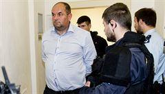 Šéf fotbalu Pelta je ve vazbě, náměstkyně Kratochvílová také a přišla o funkce