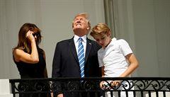 'Událost, která přichází jednou za život.' Miliony Američanů sledovaly úplné zatmění Slunce