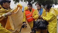 K pobřeží Texasu se žene katastrofa. Hurikán Harvey zesílil na třetí stupeň