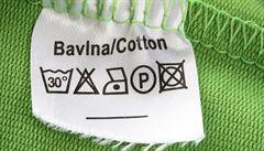 Většina e-shopů s textilem porušuje zákon, hlásí dTest
