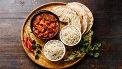 Oběd kancelářských krys: Kde si dát na Vinohradech vynikající indické kari?