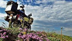 NOMÁDI: Na 15 let staré motorce kolem světa. Český pár ujel 70 tisíc kilometrů