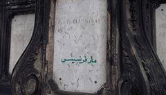 Za arabský nápis na Karlově mostě byl cizinec vyhoštěn. Musí také zaplatit 15 tisíc