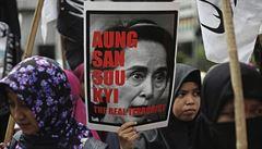 Hvězda nobelistky Su Ťij pohasla. Sklízí kritiku za muslimské čistky v Barmě