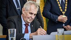 Neplaťte Zemanovi cestu do kraje, žádá olomouckého hejtmana ministr Jurečka