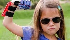 Sedmiletá dívka má ruku z 3D tiskárny. Díky Twitteru se jí splní sen a bude nadhazovat na všech stadionech MLB