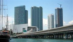 Miami utíká před hurikánem, evakuace je povinná. Zatím to není znát, říká Čech ve městě