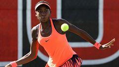 Ve třinácti nesmí hrát tenis s profesionálkami. Je to ochrana, či diskriminace?