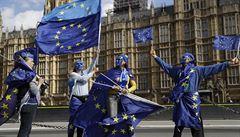 Britští poslanci vybrali zákony EU, které si země ponechá. Mayová rozhodnutí vítá
