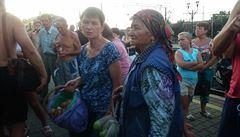 Zastavil vlak a s jídlem přispěchala celá ukrajinská vesnice. Cestování po trati je zde zážitkem