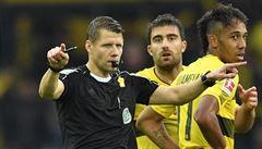 Videorozhodčí v Německu má velký škraloup. Sudí uznal gól, který neměl platit