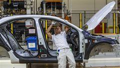 Automobilky v Česku letos čekají pokles tržeb o 215 miliard korun. Firmy vyrobí o 300 tisíc méně aut