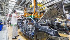 Nedostatek čipů dál sužuje automobilový průmysl. Firma Intel rozšíří výrobní kapacitu